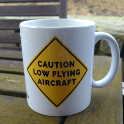 Kaffeebecher 'Caution low flying aircraft'